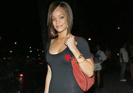 Rihanna_see_through_nipple