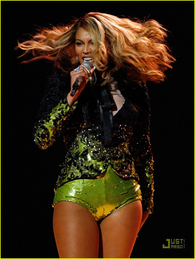 "The image ""http://cityrag.blogs.com/photos/uncategorized/2008/02/11/beyonce_cameltoe_big.jpg"" cannot be displayed, because it contains errors."